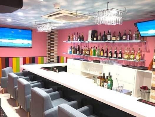気軽に入店しやすい「コンセプトcafe&bar エルモ」