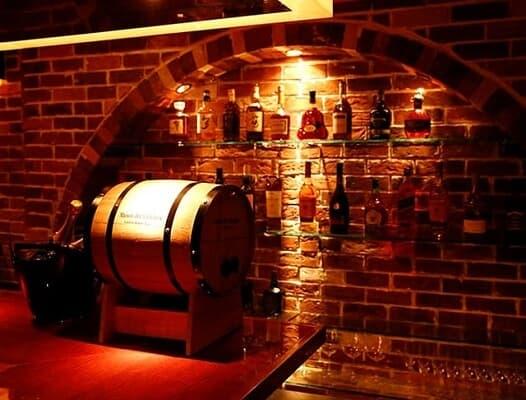 豊富な種類のワインが取り揃えられている