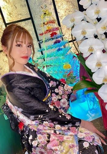 矢神サラ(オーナーママ)